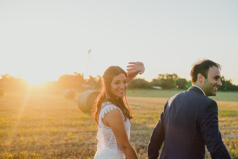 boda-rústica-al-a-atardecer