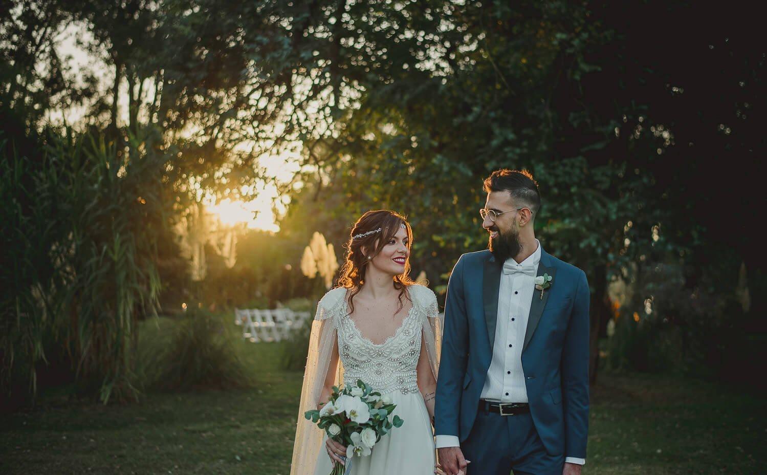 retratos-de-novios-al-atardecer-fotos-casamiento